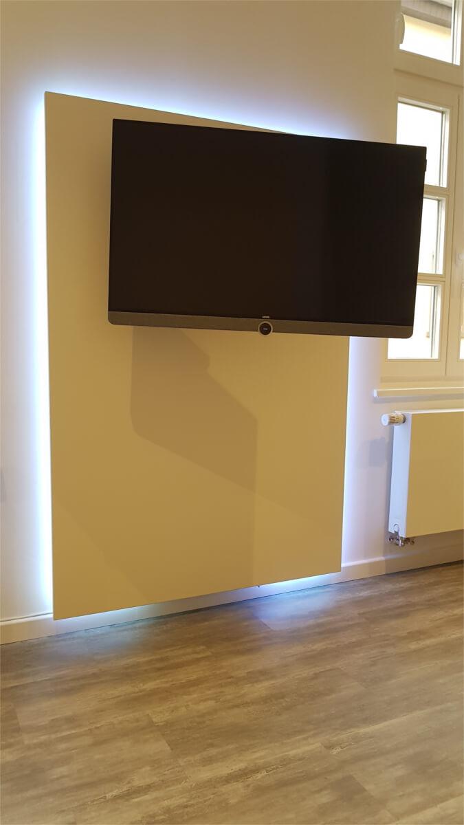 Eingebauter TV (justierbar)